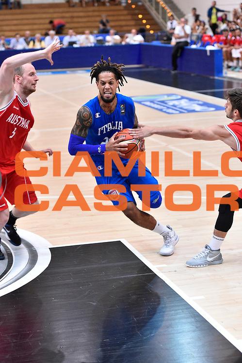 DESCRIZIONE : Trento Nazionale Italia Uomini Trentino Basket Cup Italia Austria Italy Austria <br /> GIOCATORE : Daniel Hackett<br /> CATEGORIA: Palleggio Penetrazione<br /> SQUADRA : Italia Italy<br /> EVENTO : Trentino Basket Cup<br /> GARA : Italia Austria Italy Austria<br /> DATA : 31/07/2015<br /> SPORT : Pallacanestro<br /> AUTORE : Agenzia Ciamillo-Castoria/GiulioCiamillo<br /> Galleria : FIP Nazionali 2015<br /> Fotonotizia : Trento Nazionale Italia Uomini Trentino Basket Cup Italia Austria Italy Austria