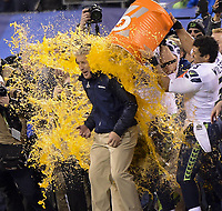 NFL / National Football League<br /> Super Bowl<br /> 02.02.2014<br /> Foto: imago/Digitalsport<br /> NORWAY ONLY<br /> <br /> Seattle Seahawks head coach Pete Carroll (C) gets gatorade dumped on him in celebration near the end of the fourth quarter against the Denver Broncos during the NFL American Football Herren USA Super Bowl XLVIII football game in New Jersey, the United States, Feb. 2, 2014. Seattle Seahawks won 43-8.