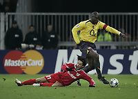 Photo: Barry Bland.<br />FC Thun v Arsenal. UEFA Champions League. 22/11/2005. Sol Cambell and Nelson Ferreira.