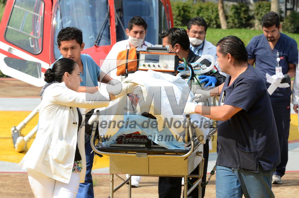 Gustavo A. Madero, D.F.-  Un  Rel&aacute;mpago  traslado a una persona que resulto quemada en un incendio registrado en un hotel de Canc&uacute;n el d&iacute;a de ayer,  y fue llevado al hospital de Magdalena de las Salinas, ubicado en la delegaci&oacute;n Gustavo A. Madero. Agencia MVT / Juan Garc&iacute;a. (DIGITAL)<br /> <br /> NO ARCHIVAR - NO ARCHIVE