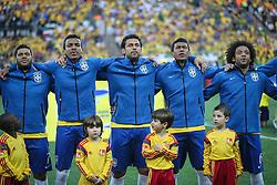 David Luiz, Jô, Fred, Paulinho e Marcelo cantam hino nacional na partida entre Brasil x Croácia, na abertura da Copa do Mundo 2014, no Estádio Arena Corinthians, em São Paulo. FOTO: Jefferson Bernardes/ Agência Preview