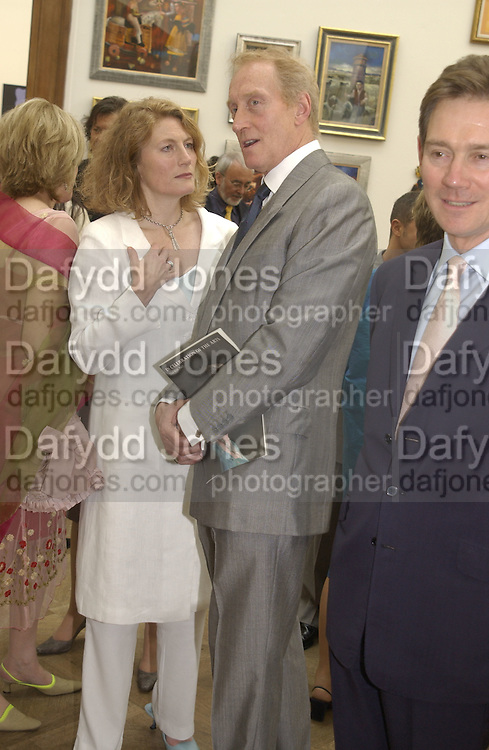 Geraldine James and Charles Dance. The Queen's celebration of the Arts. Royal Academy. 16 May 2002. © Copyright Photograph by Dafydd Jones 66 Stockwell Park Rd. London SW9 0DA Tel 020 7733 0108 www.dafjones.com