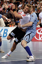 Handball: European Championship Qualification, Germany (GER) - Slovenia (SLO), Stefan Schroeder (GER) and Matjaz Mlakar of Slovenia, www.hoch-zwei.net, copyright: SPORTIDA / HOCH ZWEI / Philipp Szyza