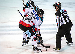 28.12.2018, Keine Sorgen Eisarena, Linz, AUT, EBEL, EHC Liwest Black Wings Linz vs HC Orli Znojmo, 32. Runde, im Bild v.l. Charles CJ Stretch (HC Orli Znojmo), Andreas Kristler (EHC Liwest Black Wings Linz) // during the Erste Bank Eishockey League 32th round match between EHC Liwest Black Wings Linz and HC Orli Znojmo at the Keine Sorgen Eisarena in Linz, Austria on 2018/12/28. EXPA Pictures © 2018, PhotoCredit: EXPA/ Reinhard Eisenbauer