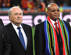 11.07.2010, Soccer-City-Stadion, Johannesburg, RSA, FIFA WM 2010, Finale, Niederlande (NED) vs Spanien (ESP) im Bild Joseph Blatter und Jacob Zuma, EXPA Pictures © 2010, PhotoCredit: EXPA/ InsideFoto/ Perottino *** ATTENTION *** FOR AUSTRIA AND SLOVENIA USE ONLY! / SPORTIDA PHOTO AGENCY
