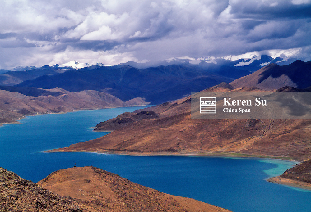 China, Tibet, landscape of Lake Yamdrok Yumtso