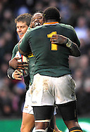 © SPORTZPICS /SECONDS LEFT IMAGES 2010 - Rugby Union - Investec  Internationals  - England v South Africa - 27/11/10 - South Africa's Lwazi Mvovo.runs in and scores the try that sealed Englands fate and celebrates withTendai Mtawarira - at Twickenham Stadium UK -  All rights reserved