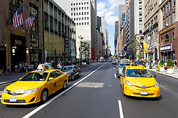 THEMENBILD - Die Fifth Avenue ist eine Hauptverkehrsstraße, welche durch Manhattan geht. Sie gilt als eine der besten und teuersten Einkaufsstraßen der Welt, im Bild die Fifth Avenue auf Hoehe der 42nd Street, Aufgenommen am 08. August 2016 // Fifth Avenue is a major thoroughfare going through the borough of Manhattan. It is considered among the most expensive and best shopping streets in the world, This picture shows the Fifth Avenue at the 42nd Street, New York City, United States on 2016/08/08. EXPA Pictures © 2016, PhotoCredit: EXPA/ Sebastian Pucher