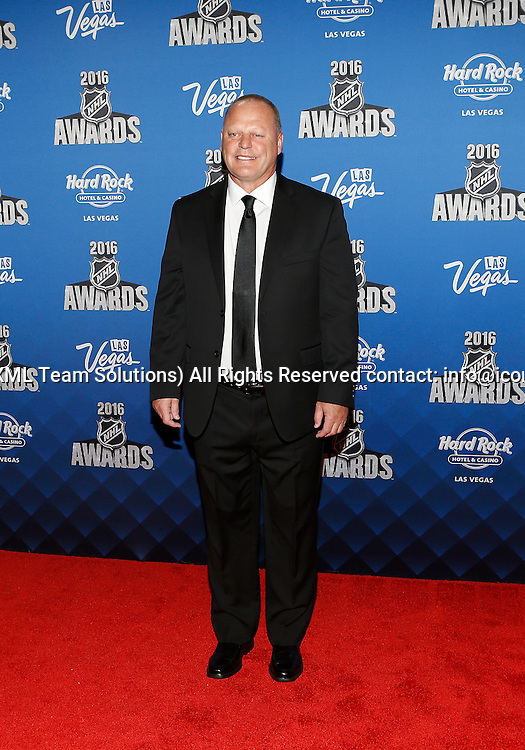 "2016 June 22: Flordia Panthers head coach Gerard ""Turk"" Gallant poses for a photograph on the red carpet during the 2016 NHL Awards at the Hard Rock Hotel and Casino in Las Vegas, Nevada. (Photo by Marc Sanchez/Icon Sportswire)"