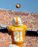 Sep 10, 2011; Knoxville, TN, USA; Tennessee Volunteers wide receiver Da'Rick Rogers (21) catches a pass for a touchdown against the Cinncinati Bearcats during the first half at Neyland Stadium. Mandatory Credit: Randy Sartin-US PRESSWIRE