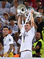 FUSSBALL  CHAMPIONS LEAGUE  FINALE  SAISON 2015/2016   Real Madrid - Atletico Madrid                   28.05.2016 Toni Kroos (Real Madrid) jubelt mit dem Pokal