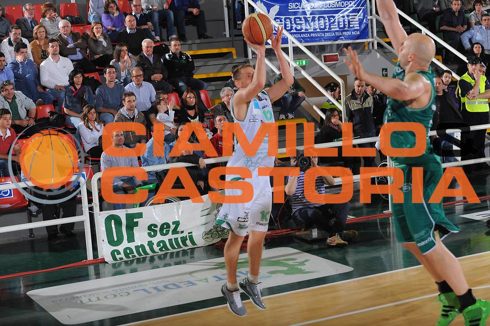 DESCRIZIONE : Treviso Lega A 2010-11 Quarti di finale Play off Gara 2 Air Avellino Benetton Treviso <br /> GIOCATORE : Dimitri Lauwers<br /> SQUADRA : Air Avellino Benetton Treviso<br /> EVENTO : Campionato Lega A 2010-2011<br /> GARA : Air Avellino Benetton Treviso<br /> DATA : 21/05/2011<br /> CATEGORIA : Tiro<br /> SPORT : Pallacanestro<br /> AUTORE : Agenzia Ciamillo-Castoria/GiulioCiamillo<br /> Galleria : Lega Basket A 2010-2011<br /> Fotonotizia : Treviso Lega A 2010-11 Quarti di finale Play off Gara 2 Air AvellinovBenetton Treviso<br /> Predefinita :