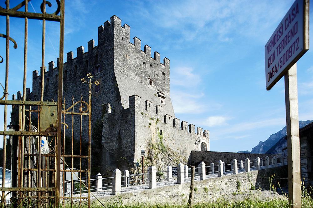 Tenno (TN) -  Il castello di Tenno: citato per la prima volta nel 1210.