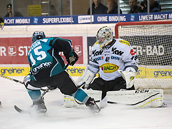 01.12.2016, Keine Sorgen Eisarena, Linz, AUT, EBEL, EHC Liwest Black Wings Linz vs Dornbirner Eishockey Club, 25. Runde, im Bild Brett McLean (EHC Liwest Black Wings Linz) vor Florian Hardy (Dornbirner Eishockey Club) // during the Erste Bank Icehockey League 25th round match between EHC Liwest Black Wings Linz and Dornbirner Eishockey Club at the Keine Sorgen Icearena, Linz, Austria on 2016/12/01. EXPA Pictures © 2016, PhotoCredit: EXPA/ Reinhard Eisenbauer