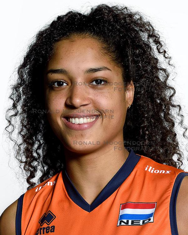 28-12-2015 NED: Nederlands Volleybalteam vrouwen, Arnhem<br /> Nederlands volleybalteam vrouwen op de foto met de nieuwe sponsorshirt ilionx / Celeste Plak #4