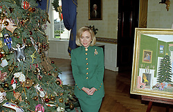 First lady Hillary Rodham Clinton guides members of the press through the White House Christmas decorations in Washington, DC, USA, on December 2, 1996.  Here the first lady is photographed with the White House Christmas Tree and a rendering of their Christmas card in the Blue Room. Photo by Ron Sachs/CNP/ABACAPRESS.COM  | 524072_007 Washington Etats-Unis United States
