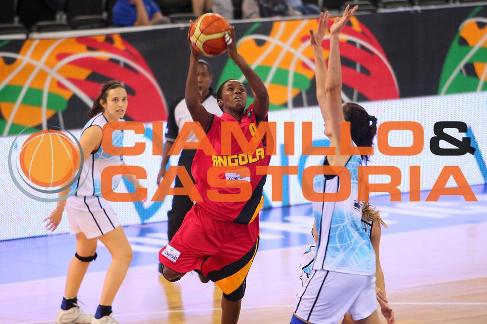 DESCRIZIONE : Madrid 2008 Fiba Olympic Qualifying Tournament For Women Argentina Angola <br /> GIOCATORE : Barbara Guimaraes <br /> SQUADRA : Angola <br /> EVENTO : 2008 Fiba Olympic Qualifying Tournament For Women <br /> GARA : Argentina Angola <br /> DATA : 10/06/2008 <br /> CATEGORIA : Tiro <br /> SPORT : Pallacanestro <br /> AUTORE : Agenzia Ciamillo-Castoria/S.Silvestri <br /> Galleria : 2008 Fiba Olympic Qualifying Tournament For Women <br /> Fotonotizia : Madrid 2008 Fiba Olympic Qualifying Tournament For Women Argentina Angola <br /> Predefinita :