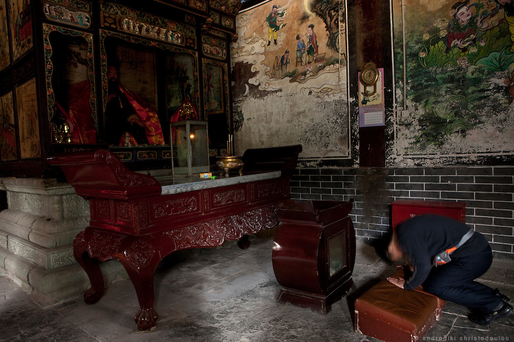 Asia, China, Hubei province. A Chinese woman praying at the Purple Heaven Palace taoist temple on Wudang moutain (Wudang-san), a World Heritage mountain with many Taoist monasteries.
