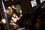 Julemarkedet i Trondheim 2011, 9-18 desember..Markedet arrangeres på Torvet i Trondheim, med utstillere og selgere som selger håndverk og mat fra bodene...I tillegg arrangeres det konserter, eventyrfortellinger og bokstamp, hvor lokale forfattere leser fra bøkene sine...Flammeartisten Jelena Mitra åpner julemarkedet med sitt flammeshow.