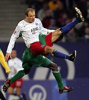 Fotball<br /> Bundesliga Tyskland 2004/05<br /> Hamburger SV v Wolfsburg<br /> 20. november 2004<br /> Foto: Digitalsport<br /> NORWAY ONLY<br /> David Jarolim, Hans Sarpei Wolfsburg