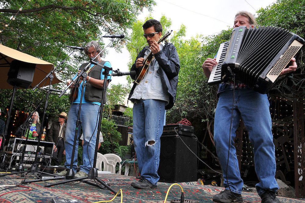 The Determined Luddites concert at 2010 Tucson Folk Festival. Event photography by Martha Retallick.