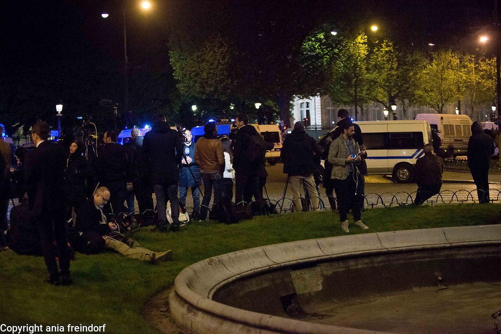 Terror Attack Champs Elysee, police officer and suspect shot dead on Champs Elysees in attack claimed by Islamic State, one tourist woman injured, another french police officer badly injured, Paris, France, press, media, journalists