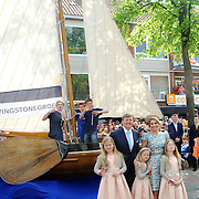 Koningsdag 2014 in Amstelveen, het vieren van de verjaardag van de koning. / Kingsday 2014 in Amstelveen, celebrating the birthday of the King. <br /> <br /> <br /> Op de foto / On the photo:  Koning Willem-Alexanderen  koningin Maxima met hun dochters  Alexia , Ariane en Amalia /// King Willem-Alexander with Queen Maxima and their daughters Alexia, Ariane and Amalia
