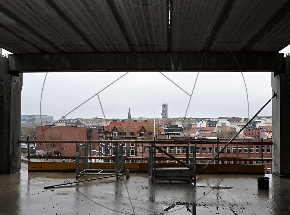 bygning af DOKK1, bibliotek og Borgerservice på havnen i Aarhus, udsigt over Aarhus by
