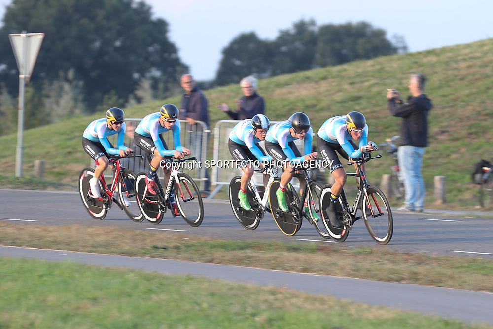 27-09-2016: Wielrennen: Olympia Tour: HardenbergHARDENBERG (NED) wielrennenNederlands oudste wielerkoers ging van start in Hardenberg met een ploegentijdrit.Team Baby Dump