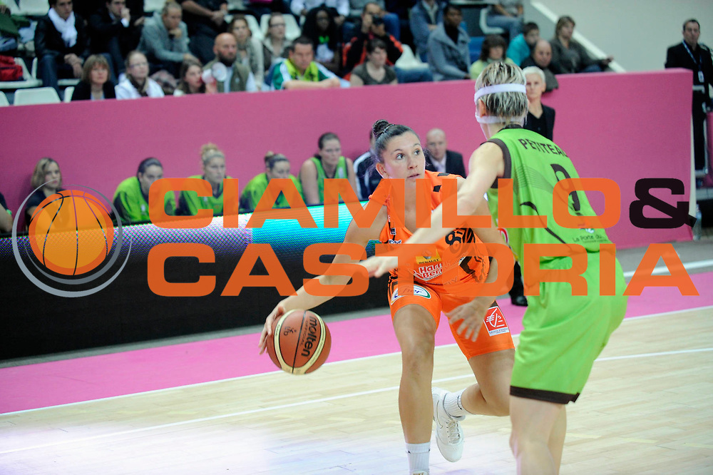 DESCRIZIONE : Ligue Feminine de Basket Ligue  1 Journee &agrave; Paris<br /> GIOCATORE : GALLIOU LOKO Margaux<br /> SQUADRA : Bourges<br /> EVENTO : Ligue Feminine 2010-2011<br /> GARA : Bourges &ndash; Saint-Amand-les-Eaux<br /> DATA : 17/10/2010<br /> CATEGORIA : Basketbal France Ligue Feminine<br /> SPORT : Basketball<br /> AUTORE : JF Molliere par Agenzia Ciamillo-Castoria <br /> Galleria : France Basket 2010-2011 Action<br /> Fotonotizia : Ligue Feminine de Basket Ligue 1 Journee &agrave; Paris<br /> Predefinita :