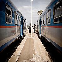 Treni delle Sud-Est alla stazione ferroviaria di Zollino in provincia di Lecce per cambio treno sulla tratta lecce Galatina. 25/03/2010 (PH Gabriele Spedicato)..Le Ferrovie del Sud Est (FSE) sono la più estesa rete ferroviaria privata della Puglia che collega le grandi città del territorio regionale ai comuni dell'area sud-est non interessati dalle principali linee di comunicazione ferroviaria delle Ferrovie dello Stato (Bari-Brindisi-Lecce, Bari-Taranto).
