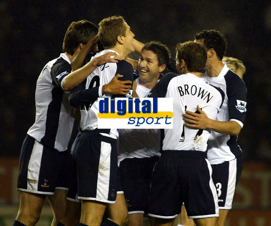 Photo: Chris Ratcliffe.<br /> Leicester City v Tottenham Hotspur. The FA Cup.<br /> 08/01/2006.<br /> Jermaine Jenas is mobbed by team mates and Robbie Keane after opening the scoring