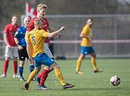 FODBOLD: Rasmus Lander (Ølstykke FC) og Daniel Pedersen (Helsinge) under kampen i Serie 1 mellem Helsinge Fodbold og Ølstykke FC den 14. april 2018 på Helsinge Stadion. Foto: Claus Birch.