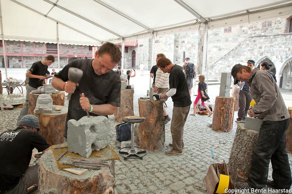 Steinhuggerverksted, festival med deltakere fra store deler av verden, Erkebispegården i Trondheim 2012. Restoration Workshop of Nidaros Cathedral