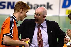 28-07-2000 FRA: Olympisch Kwalificatie Toernooi Nederland - Frankrijk, Castelnau Le Lez<br /> Nederland wint in een beladen duel van Frankrijk en plaatst zich voor de Olympische Spelen in Sydney / Toon gerbrands, Bas van de Goor