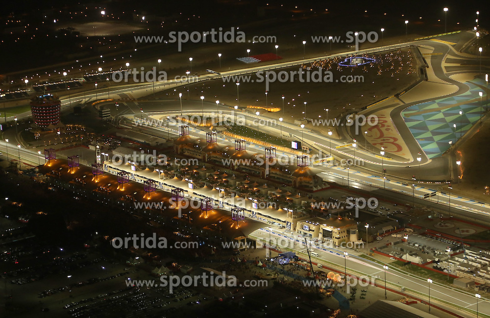 18.04.2015, International Circuit, Sakhir, BHR, FIA, Formel 1, Grand Prix von Bahrain, Qualifying, im Bild Aerial view // during Qualifying of the FIA Formula One Bahrain Grand Prix at the International Circuit in Sakhir, Bahrain on 2015/04/18. EXPA Pictures &copy; 2015, PhotoCredit: EXPA/ Sutton Images/ Nicholson<br /> <br /> *****ATTENTION - for AUT, SLO, CRO, SRB, BIH, MAZ only*****