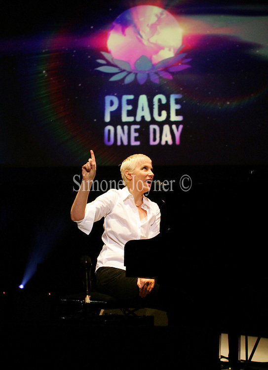 Annie Lennox performs live on stage at 'Peace One Day 2008' at the Royal Albert Hall on September 21, 2008 in London, England. (Photo by Simone Joyner)