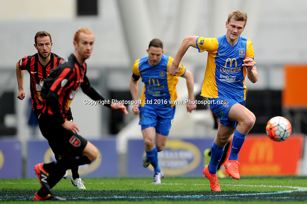 Andrew Ridden of Southern makes a run to take possession of the ball during the Stirling Sports Premiership between Southern United and Canterbury United Dragons, at Forsyth Barr Stadium, Dunedin, New Zealand, on the 30th of October 2016. Credit: Joe Allison / www.Photosport.nz