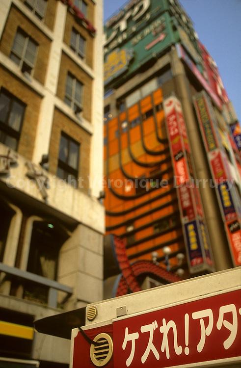 Tokyo In All Senses : colors