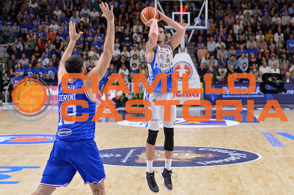 DESCRIZIONE : Beko Legabasket Serie A 2015- 2016 Dinamo Banco di Sardegna Sassari - Enel Brindisi<br /> GIOCATORE : Joe Alexander<br /> CATEGORIA : Tiro Tre Punti Three Point<br /> SQUADRA : Dinamo Banco di Sardegna Sassari<br /> EVENTO : Beko Legabasket Serie A 2015-2016<br /> GARA : Dinamo Banco di Sardegna Sassari - Enel Brindisi<br /> DATA : 18/10/2015<br /> SPORT : Pallacanestro <br /> AUTORE : Agenzia Ciamillo-Castoria/L.Canu