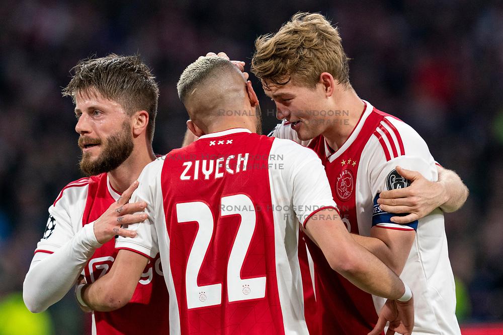 08-05-2019 NED: Semi Final Champions League AFC Ajax - Tottenham Hotspur, Amsterdam<br /> After a dramatic ending, Ajax has not been able to reach the final of the Champions League. In the final second Tottenham Hotspur scored 3-2 / Lasse Schone #20 of Ajax, Hakim Ziyech #22 of Ajax, Matthijs de Ligt #4 of Ajax