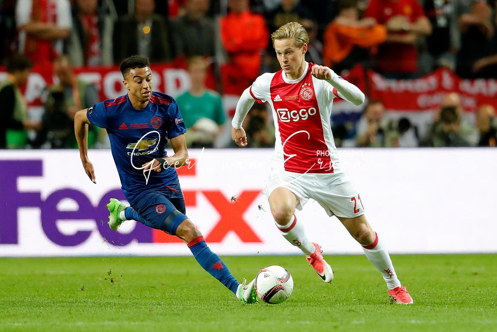 24-05-2017 VOETBAL:AJAX - MANCHESTER UNITED:FINALE:STOCKHOLM<br /> <br /> Frenkie de Jong van Ajax in duel met Jesse Lingard van Manchester United <br /> <br /> Foto: Geert van Erven
