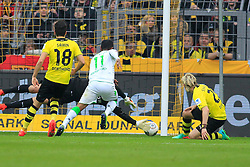 15.03.2014, Signal Iduna Park, Dortmund, GER, 1. FBL, Borussia Dortmund vs Borussia Moenchengladbach, 25. Runde, im Bild Raffael (Borussia Moenchengladbach #11)mit dem Fuehrungs Treffer, Tor zum 1:0 gegen Torwart Roman Weidenfeller (Borussia Dortmund #1), Nuri Sahin (Borussia Dortmund #18), Aktion, Action // during the German Bundesliga 25th round match between Borussia Dortmund and Borussia Moenchengladbach at the Signal Iduna Park in Dortmund, Germany on 2014/03/15. EXPA Pictures © 2014, PhotoCredit: EXPA/ Eibner-Pressefoto/ Schueler<br /> <br /> *****ATTENTION - OUT of GER*****