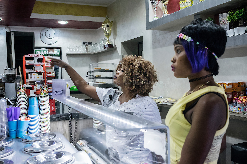 Jennifer (21) and her friend come from Nigeria. They are ordering gelato in the only Gelateria in upper Riace.   RIACE (ITALY) 04/08/16