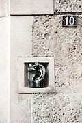 Milano, Lombardia, Italia. Stile liberty. Liberty style. Via Barozzi 10. Orecchio-citofono del Wildt.