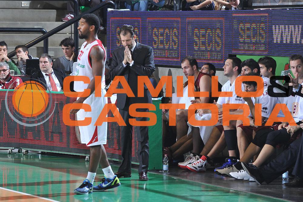 DESCRIZIONE : Treviso Lega A 2011-12 Umana Venezia Banca Tercas Teramo<br /> GIOCATORE : Andrea Mazzon<br /> CATEGORIA :  Delusione Mani Curiosita<br /> SQUADRA : Umana Venezia Banca Tercas Teramo<br /> EVENTO : Campionato Lega A 2011-2012<br /> GARA : Umana Venezia Banca Tercas Teramo<br /> DATA : 13/11/2011<br /> SPORT : Pallacanestro<br /> AUTORE : Agenzia Ciamillo-Castoria/M.Gregolin<br /> Galleria : Lega Basket A 2011-2012<br /> Fotonotizia :  Treviso Lega A 2011-12 Umana Venezia Banca Tercas Teramo  <br /> Predefinita :