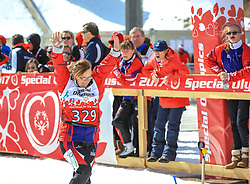 17.03.2017, Ramsau am Dachstein, AUT, Special Olympics 2017, Wintergames, Schneeschuhlauf, Divisioning 100 m, im Bild Torie Moore (USA) // during the Snowshoeing Divisioning 100 m at the Special Olympics World Winter Games Austria 2017 in Ramsau am Dachstein, Austria on 2017/03/17. EXPA Pictures © 2017, PhotoCredit: EXPA / Martin Huber