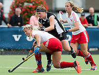 BREDA (Neth.)  Tessa Jopp (r) of NZ with Mollie Rawnsley (l) of England during the match  New Zealand vs England U21 women . Volvo Invitational Tournament U21. COPYRIGHT KOEN SUYK