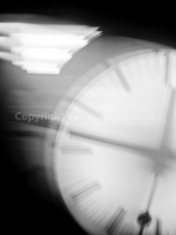 Clock,2015<br /> <br /> tirage pigmentaire sur papier Hahnem&uuml;hle baryt&eacute;<br /> 18 cm x 24 cm<br /> s&eacute;rie de 3 exemplaires num&eacute;rot&eacute;s et sign&eacute;s, avec certificat<br /> <br /> contact : v.durruty@gmail.com<br /> <br /> <br /> <br /> Brussels, Belgium // Bruxelles, Belgique