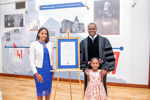 Kasim Reed, his wife, and his daughter with a Commencement citation.